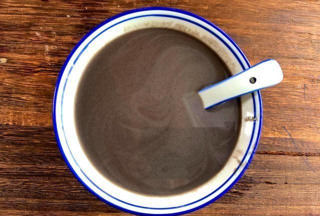 蛋白质是豆浆的4倍,每天喝1碗,清肠道还补血,头发乌黑更年轻