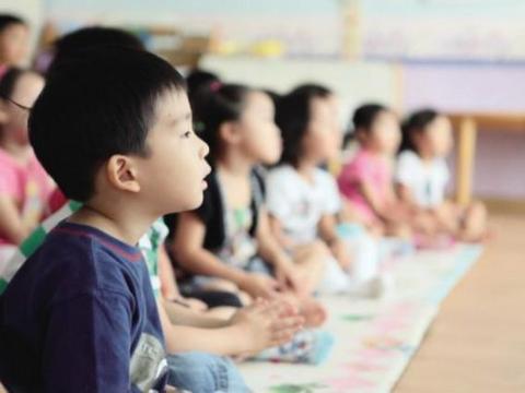 教育部叫停幼儿园小学化,超前教育,看到的是危害,背后是贻误
