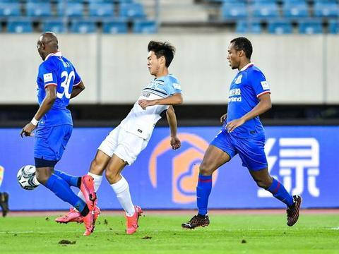 半场:赵明剑中柱李帅救险,申花0-0富力