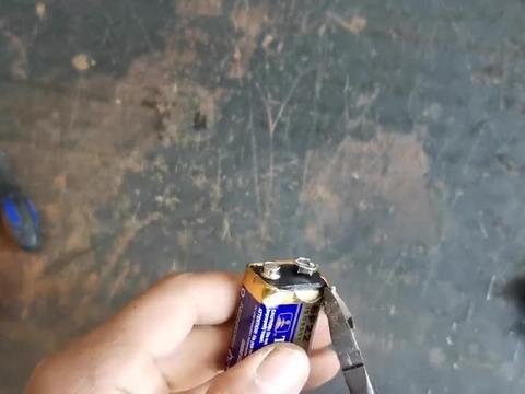 9伏的叠层电池你拆过吗?正好给万用表换电池咱们拆解一只看看