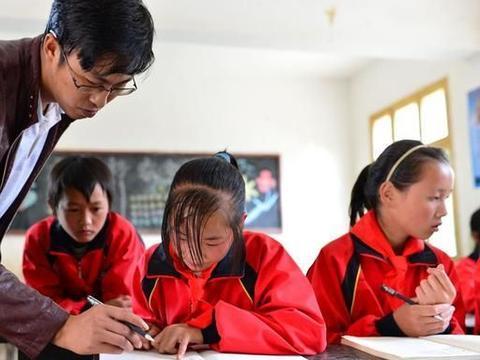 一个偏远农村小学校长的悲哀:挽留不住好老师走,挡不住差老师来