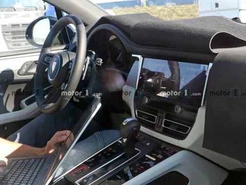 终于换成触控屏!保时捷新款Macan谍照曝光,将推纯电车型