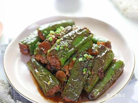 四川传统名菜辣椒包肉,肉末就着辣椒吃,开胃下饭真过瘾