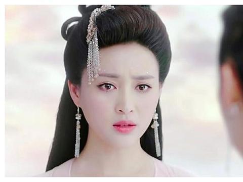 那些流苏发簪插在头一侧的古装美女们,杨蓉两角上榜,个个都惊艳