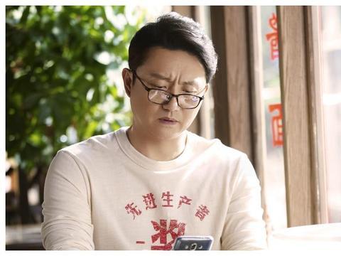 同是45岁男演员,涂松岩演李尖尖爸爸,钟汉良却跟谭松韵演情侣