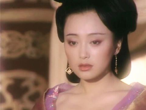 女星饰演武则天,秦岚柔美似水,范冰冰雍容霸气,而她才无可挑剔