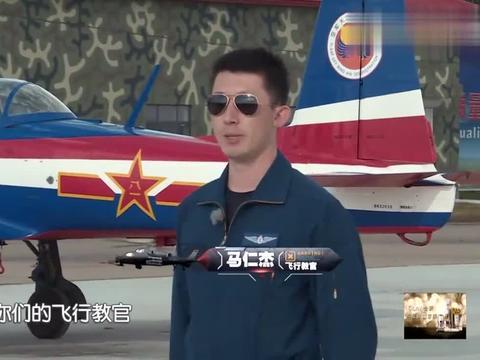 在听到教练飞机的历史时,蒋劲夫孙杨黄子韬几人的表情,惊呆了!