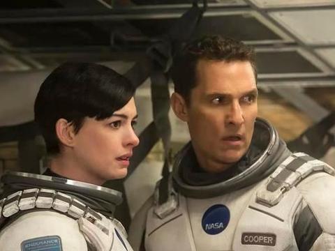 《星际穿越》6年后重映,父女情背后隐藏的2个主题,你看懂了?