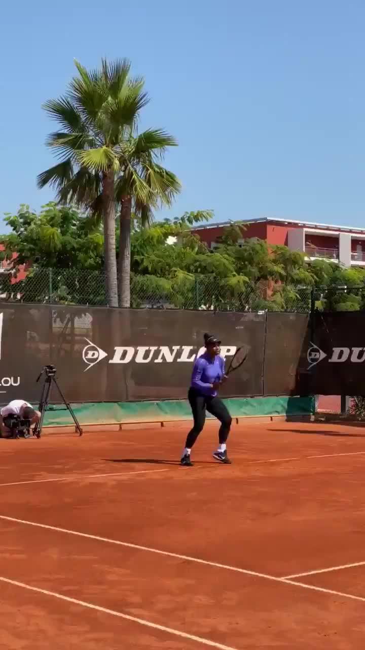 小威在莫拉托格鲁网校备战红土赛季