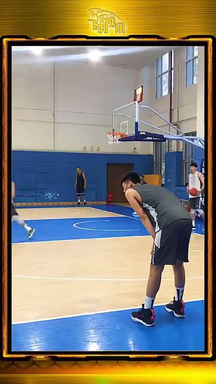辽宁队新援@朱荣振35 参加训练的视频,这几个扣篮水平如何?