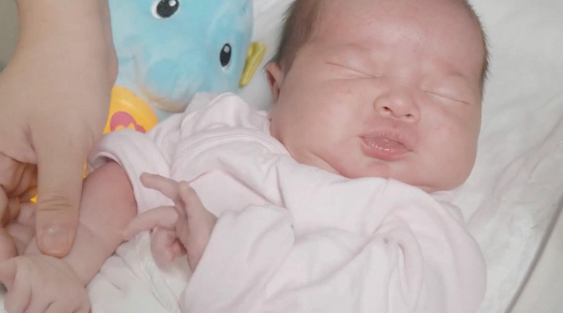 """宝宝睡觉时这4个""""奇怪""""小动作,暗示大脑发育好"""
