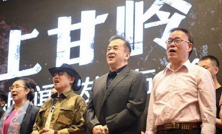 阔别春晚多年,黄宏作为话剧《上甘岭》艺术总监和编剧露面