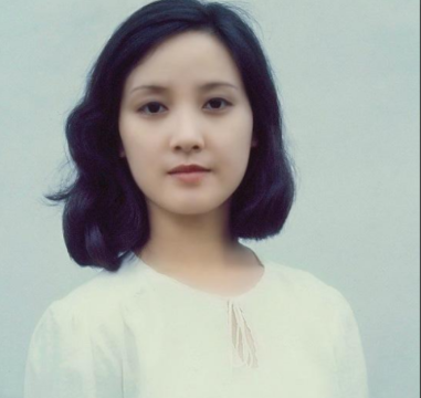 她二婚嫁给张国立,却为了继子张默28年不生子,今63岁如愿当妈