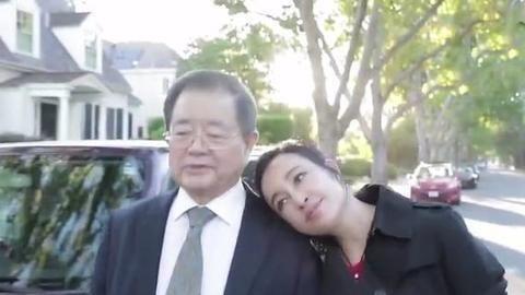 63岁刘晓庆怀孕,高龄产子真的好吗?网友:孩子该咋叫妈