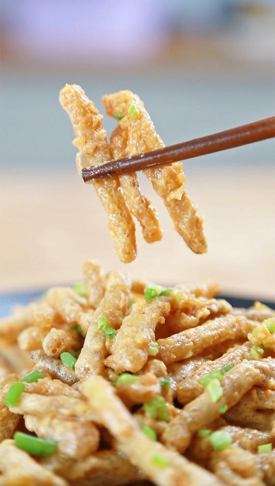 香酥咸蛋黄炒茶树菇–酱先生美食计划