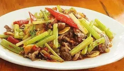 美食精选:芹菜炒土鸡杂、香菇豆腐、红烧鱼、野山椒拌白萝卜
