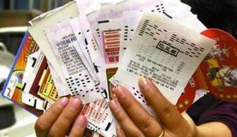 彩票还能这么玩,民工大叔用8000张废旧彩票,喜获大赛三等奖