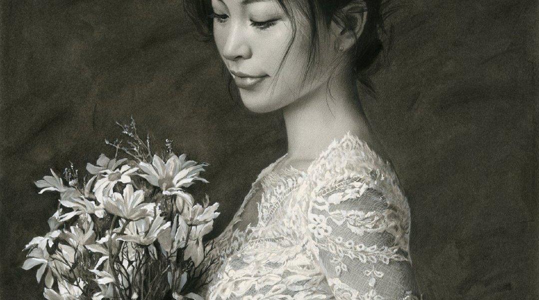 优秀学员写实素描半身像——穿着白蕾丝的捧花姑娘