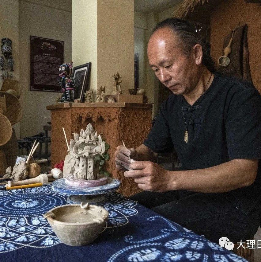 他用泥塑技艺传承白族文化