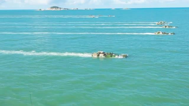 夺岛利器!两栖侦察车海上发射侦察无人机