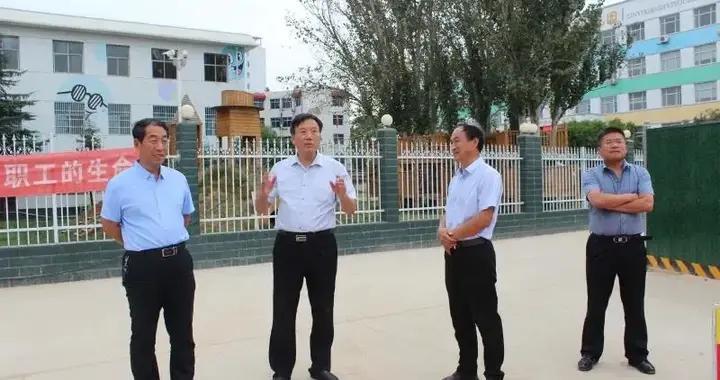 运城市教育局党组成员、二级调研员范创业莅临示范小学东城分校视察调研