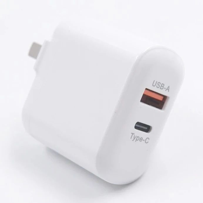 华科隆推出30W 1A1C充电器,支持更多设备同时充电
