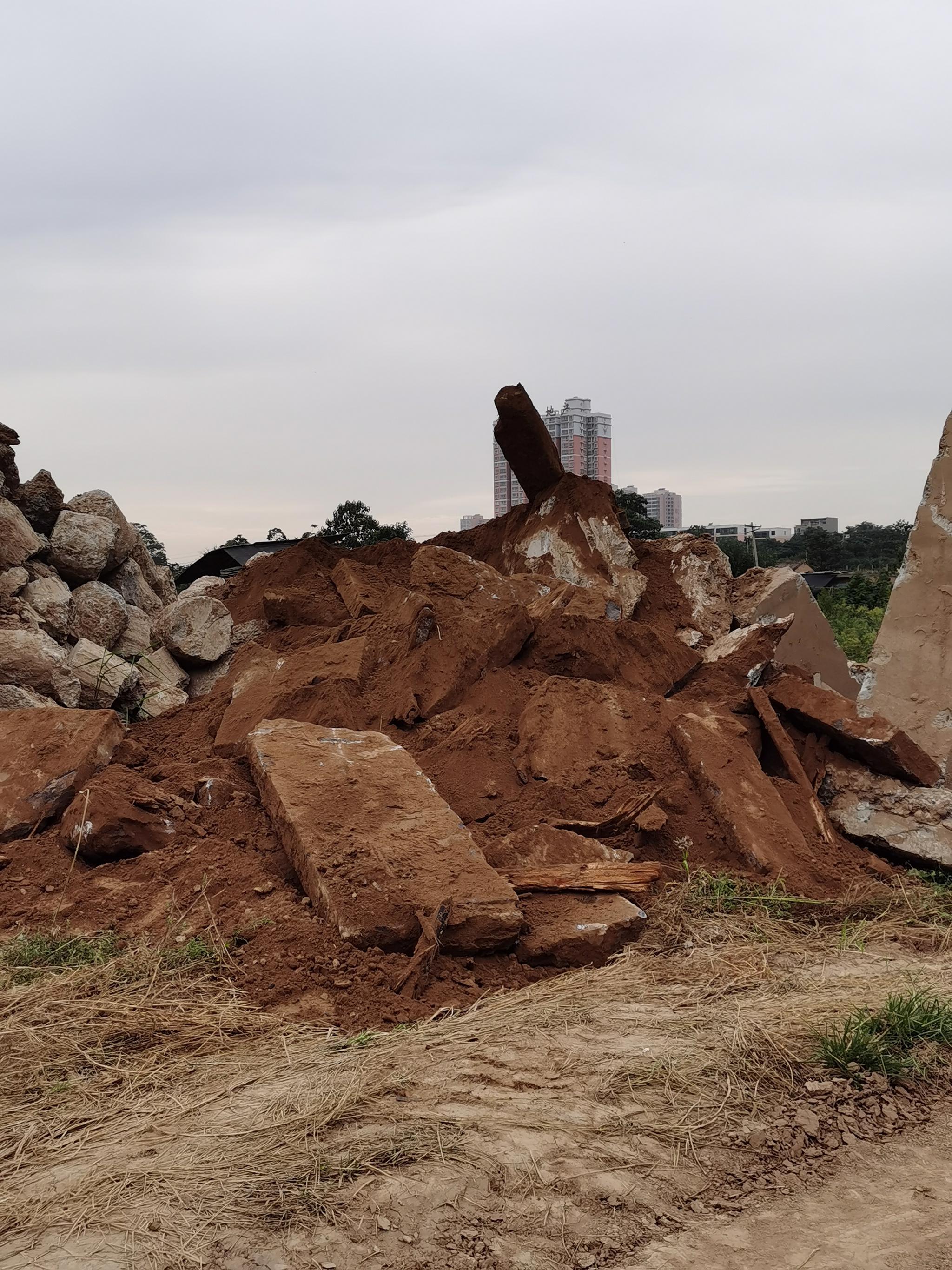 陕西富平县疑似挖出古墓物品被运走?县文旅局:已介入调查