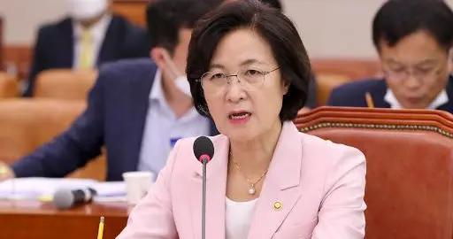 韩国政坛要变天?法务部长被批滥用职权,文在寅再损大将