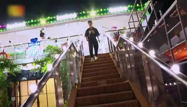 中餐厅直播,中餐厅号因汛期水位上涨,无法继续前行