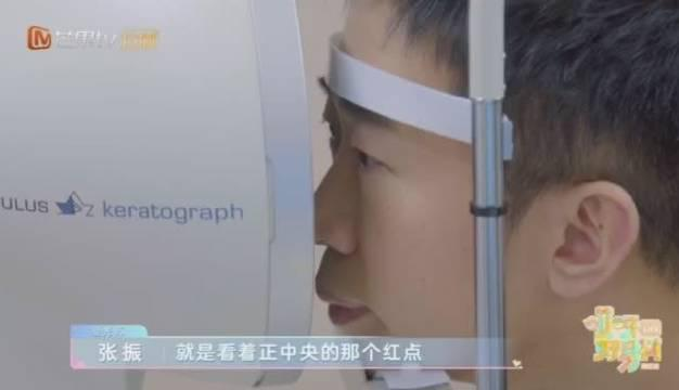 在里@杨迪 和妈妈@杨迪宝宝 一起去了眼科医院……