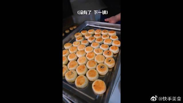出锅就卖空的绿豆饼,每天六点就不卖了?