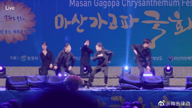 超火的流行舞蹈视频《IDOL》动作干净利落超有范!