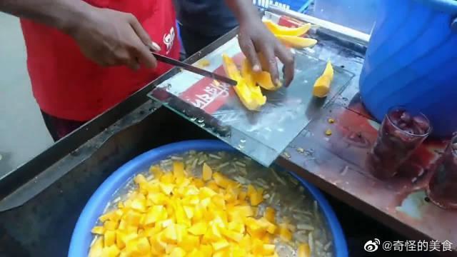 印度街头的果肉果汁,大颗粒果肉保证新鲜,不愧是开挂民族饮料!