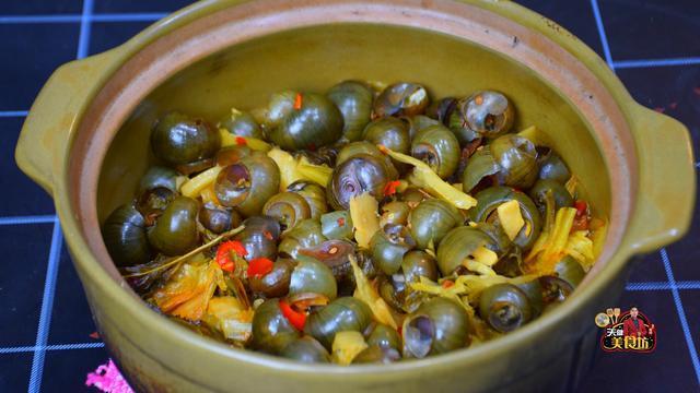 粤北特色的酸菜田螺煲做法,酸爽开胃,一周吃3次都不会腻