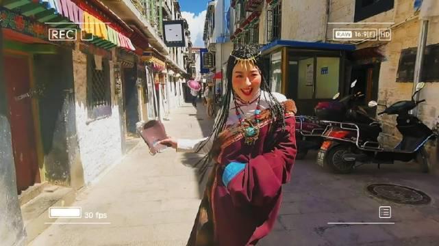 来点动态给大家,穿藏服拍照敲开心的,在拉萨的大街小巷蹦哒……