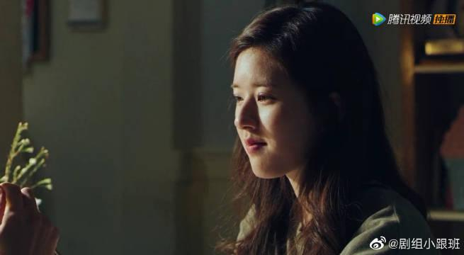 赵露思帮林雨申擦嘴,林雨申又帮她擦头发,两人气氛挺暧昧啊!
