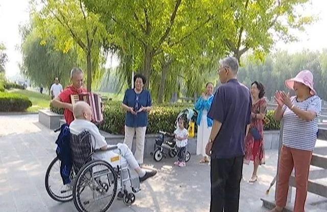 许昌南湖花园:陪伴一个92岁的父亲 孝顺、