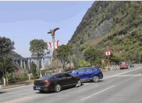 红旗HS5遭沃尔沃S90相撞,车损让人意想不到,红旗:还值得修吗