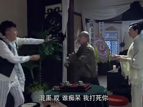 儿子拜托父亲送情报,可是父亲不认识共军,却没想合作伙伴是共军