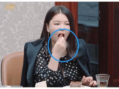 为啥李湘戒指和手链都被马赛克?看清节目官博宣传照,懂了