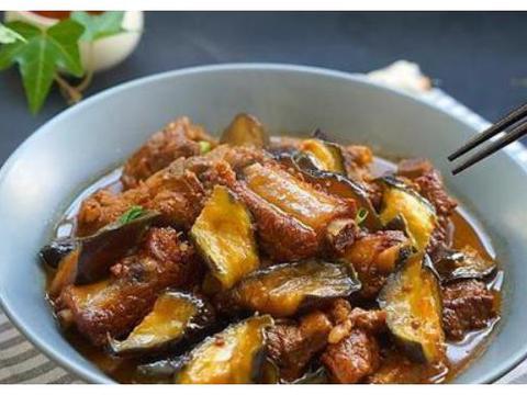 美食精选:飘香红油鸡片、椒香嫩牛肉、排骨炖茄子、杂粮粥