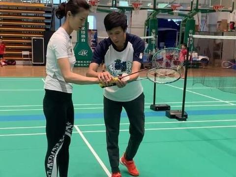 奥运冠军首次打羽毛球!喊话国羽世界冠军:你觉得我有希望吗?