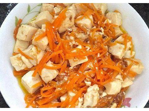 美食推荐:酱香茶树菇、蛤蜊黄瓜、莲藕枸杞猪脚汤、胡萝卜烧豆腐