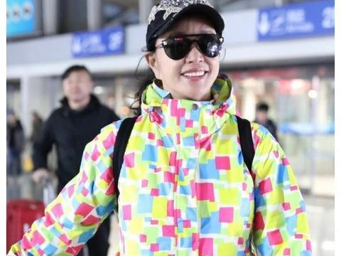 刘晓庆痴迷扮嫩!67岁穿童装羽绒服,考虑过05后的感受吗?