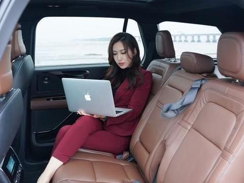 拉风实用两不误,座椅柔软包裹性好,对标奥迪A5