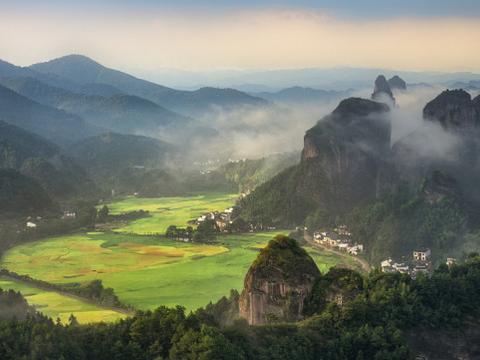来有中国红石公园之称的丹霞山旅游,感受亿万年前的地质奇观