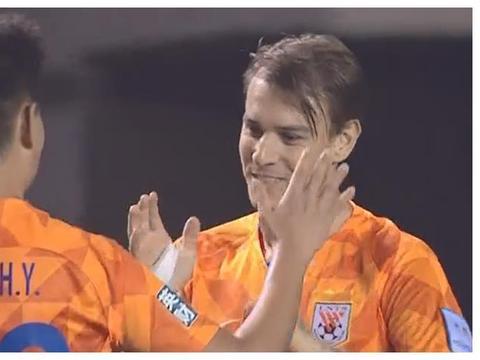 4-0!鲁能结束了4场不胜,李霄鹏可以喘口气,暂时不用被喊下课了
