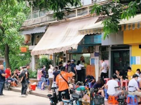 广州这家破烂小店,一天开门3小时,鸡杂汤10块钱一碗能卖1000碗