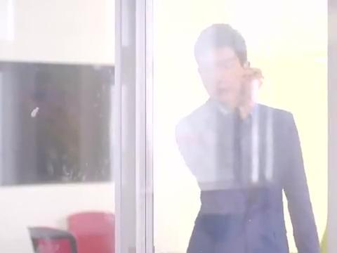 美女总裁听到自己喜欢的小鲜肉留在自己公司上班,笑得像朵花