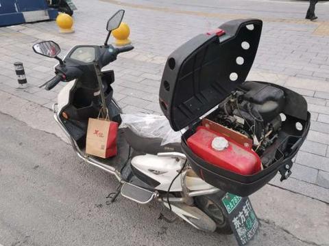 """多地出现""""无限续航""""电动车,不用充电也能骑,交警:属于违规"""